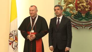 Символ сме на мирно съжителство на религиите, уверява Плевнелиев кардинал Паролин