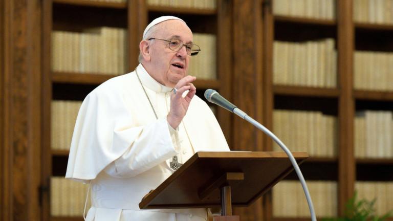 Папа Францискказа на президента Джо Байдън, че се моли Бог