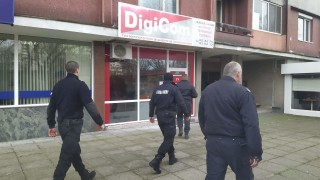 Полиция блокира офиса на интернет доставчик в Бургас