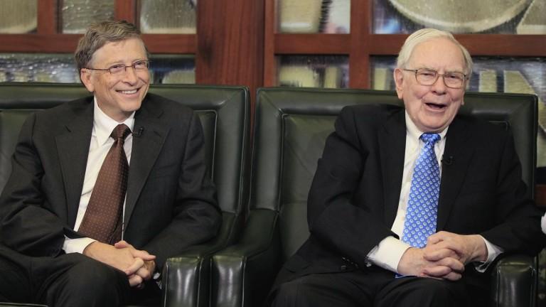 Биткойнът поевтинява след коментари на Уорън Бъфет и Бил Гейтс
