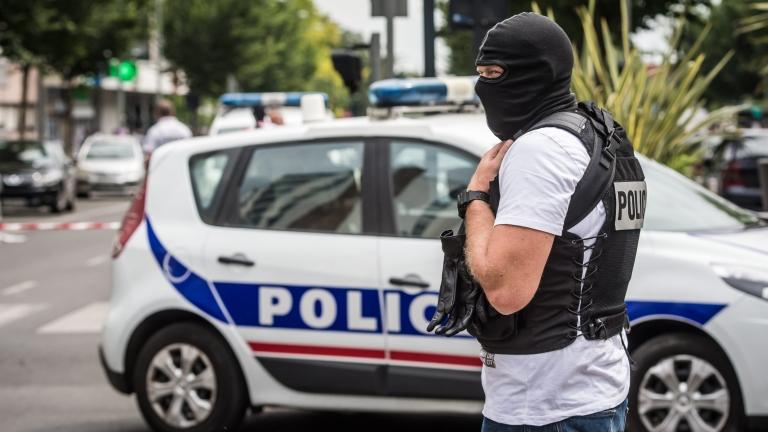 Парижката полиция на крак заради подозрителен афганистанец