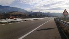 Спират движението по участък от Е-79 между селата Ребърково и Лютидол