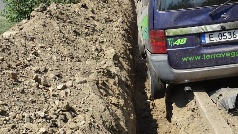 Две незрящи жени пропаднаха в необезопасен изкоп на улица във