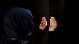 Солени глоби за мюсюлмани в Швейцария, чиито деца откажат ръкуване с учителка