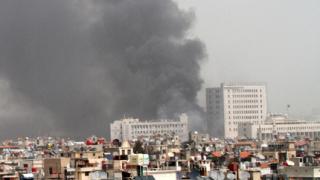 Правителствената армия бомбардира бунтовниците в Дамаск