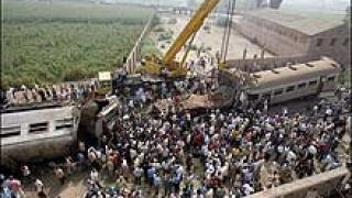 Влакова катастрофа уби 20 души в Бангладеш