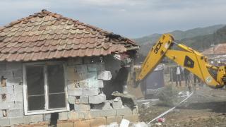 Европейският съд не видя дискриминация при събаряне на незаконните къщи в Гърмен