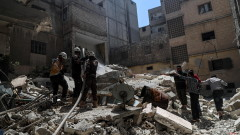 Режимът на Асад с въздушни удари срещу пренаселен жилищен район