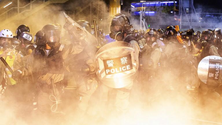 Протестиращите в Хонконг масово се преместват към луксозен търговски квартал