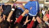 ВИДЕО: Треньорът на Клуж чупи наред, уволняват го