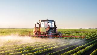 Приходите на американските фермери падат четвърта година