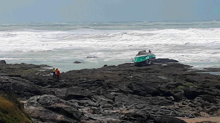 Спасителна лодка се е преобърнала в Атлантическия океан край западното