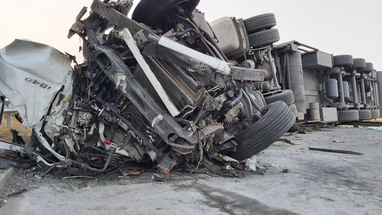 """Движението по АМ """"Тракия"""" затруднено заради огледа на мястото на катастрофата"""