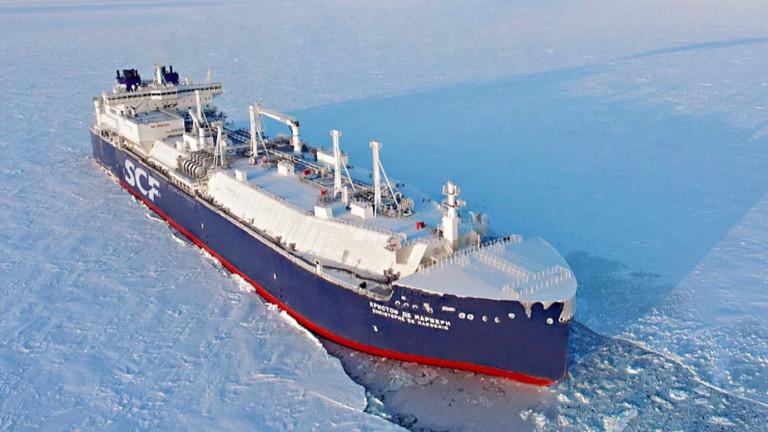 Освен да чупят леда, новите танкери умеят и да го разчистват