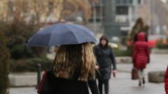 Облачно и топло, валежи от дъжд на места