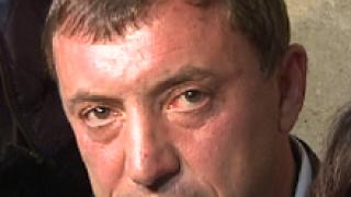 Ал. Петров и 100-на студенти задават въпроси под прозорците на Борисов