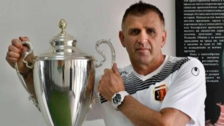 Треньорът на Локомотив (Пловдив) Бруно Акрапович използва официалния сайт на