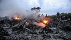 """Малайзийски самолет с 298 души се разби в Украйна, свален с ракета """"земя-въздух"""""""