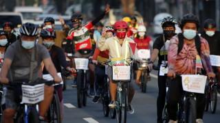 """Facebook """"изтри"""" военната хунта в Мианмар"""