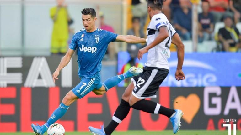 Кристиано Роналдо беше помолен да коментира жеста си към феновете