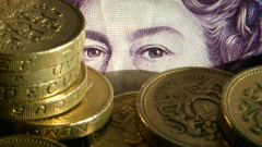Британската лира продължава да губи стойност спрямо долара и еврото