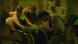 Поли Генова си направи истинска татуировка в новия си клип (СНИМКИ)