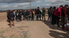 Гърция закопча 12 нелегални мигранти с фалшиви български паспорти