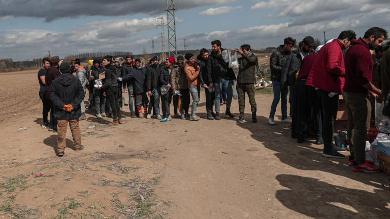 Гърция спряла 10 000 мигранти