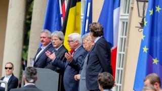"""Топ дипломати от ЕС искат Великобритания да не """"играе на котка и мишка"""""""