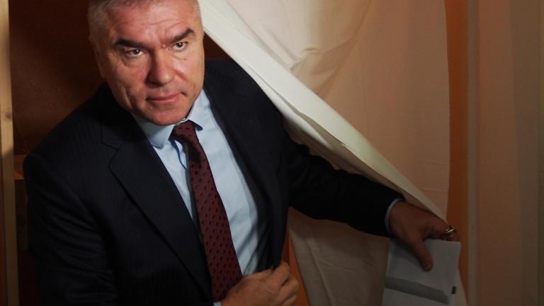 Марешки поиска разпускане на парламента и президентството