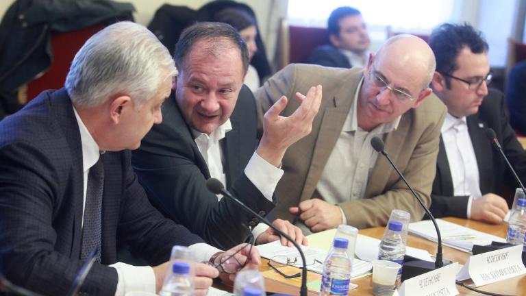 Скука в комисията за промени в Конституцията