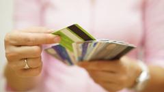 Все по-малко българи си плащат данъците в брой