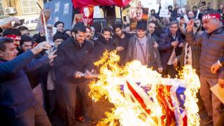 В Иран горят знамето на Великобритания и Израел