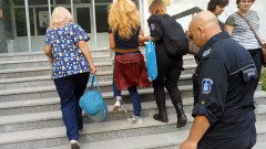 Десислава Иванчева влезе в болница с белезници