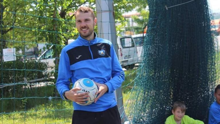 Един от най-талантливите треньори в ДЮШ на столичния Левски Манол