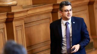 Пламен Николов обяви, че преговорите между партиите вървят в момента
