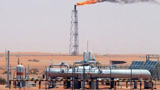 Петролът се покачва за трети ден заради напрежение в Близкия изток