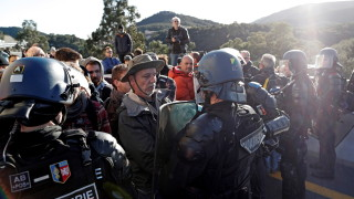 Външно предупреждава за затваряне до сряда на испано-френската граница в Каталуния