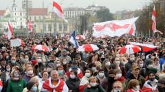 Полицията използва зашеметяващи гранати срещу хиляди протестиращи в Минск