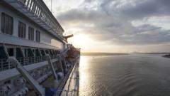 Бедстващ круизен кораб с болни от коронавирус пристигна във Флорида