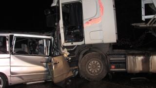Трима загинали при сблъсък между тир и лека кола на пътя Русе-Бяла