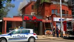 Запали се покрив на пицария в София