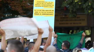 Ресторантьори и бармани протестират - искат оставката на Кацаров
