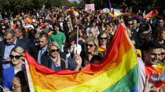 Стотици се събраха на гей парад в Косово