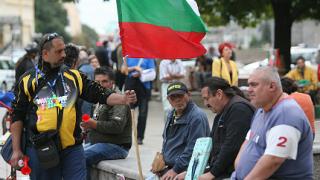 Революция, лустрация и трибунал, викна 82-рият протест