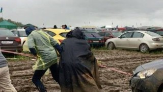 Дъжд наводни рок фестивал в Русия