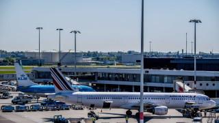 Силен вятър причинява закъснения и отмяна на полети в Амстердам