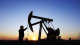 Петролът се задържа около $63 за барел. Смесени сигнали от пазара
