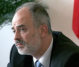 БСП попита Младенов защо е социален министър