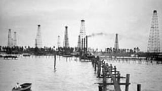 Петролът продължава петъчния си възход